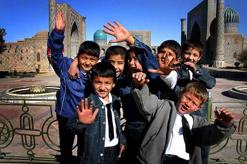 Niños de Uzbekistan