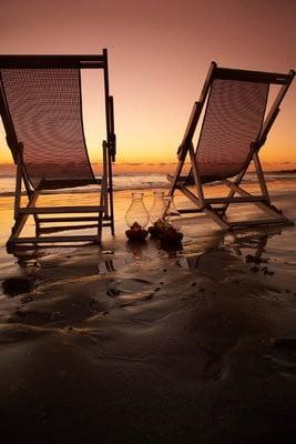 paisajes de playa Sillas a orilla del mar.