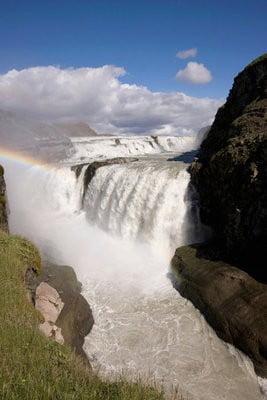 paisajes naturales Cascada y arco iris en Islandia.