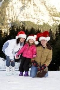 paisajes navideños familia en la nieve