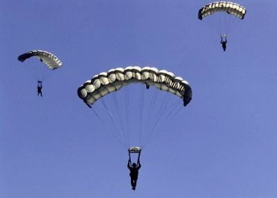 Paracaidismo en Valencia descendiendo