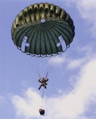 paracaidsimo descendiendo