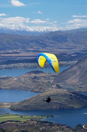 Paraglider sobre el lago Wanaka, Nueva Zelanda, Aventuras