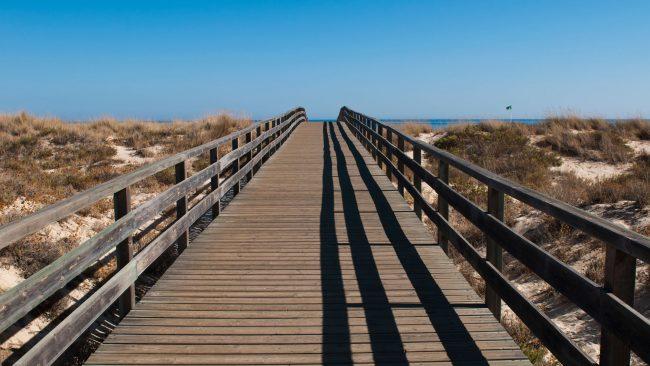 Pasarela a la Playa da Manta Rota