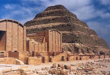 piramide-escalonada-de-necherjet-dyeser-en-saqqara