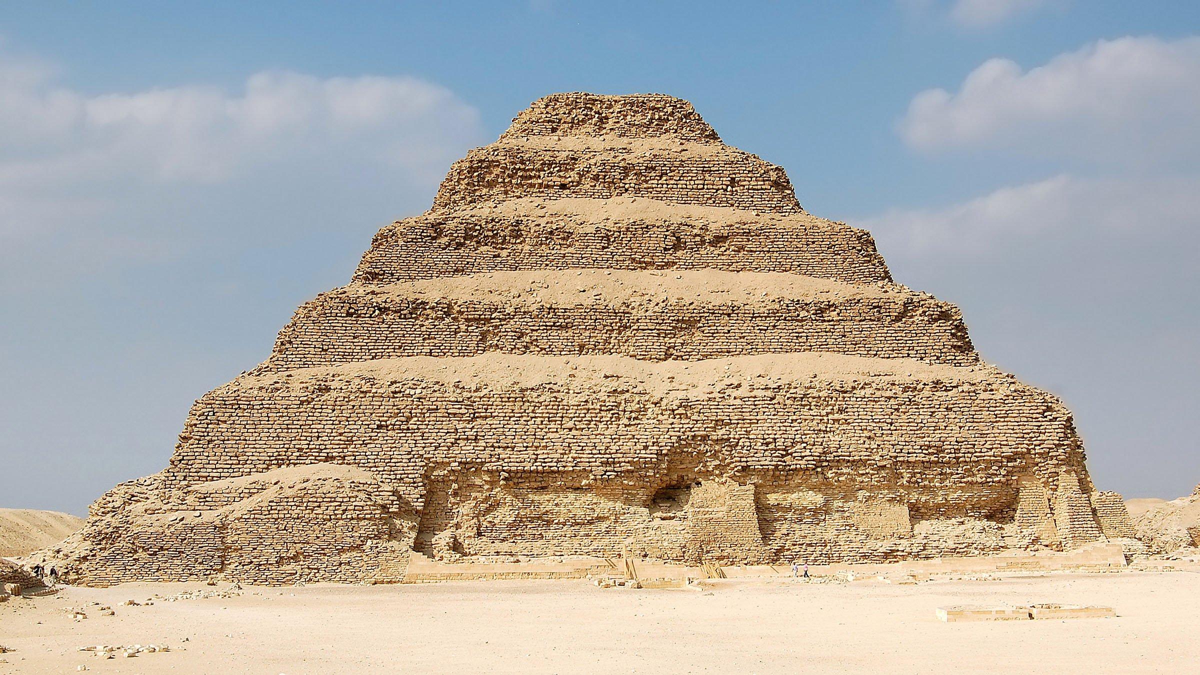 Pir mide escalonada de zoser saqqara egipto for Arquitectura egipcia