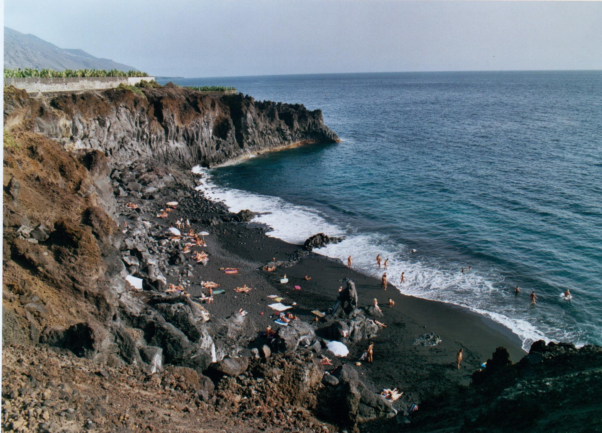 Playa de las monjas for Piscinas nudistas barcelona
