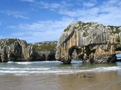 playas de Llanes playa cuevas del mar