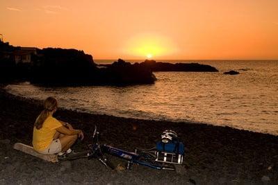 playas vírgenes disfrutando de la puesta del sol