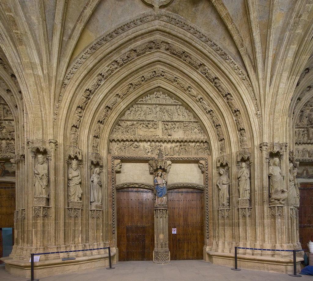 Pórtico de la Catedral Vieja de Vitoria
