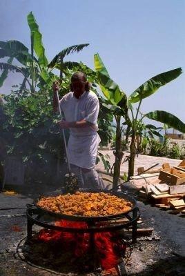 preparando la paella en Valencia
