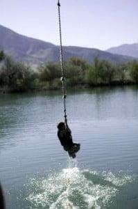 Puenting en Madrid llegando al río