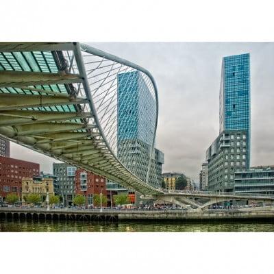 Puerta Isozak de Bilbao en el País Vasco