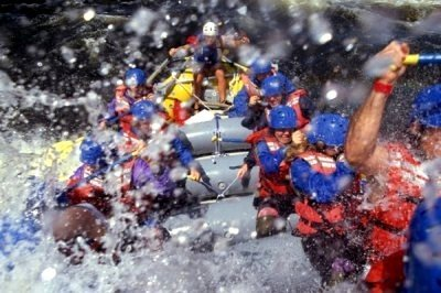 rafting en Madrid manteniendo el bote