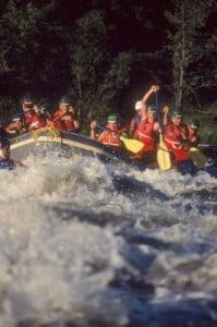 rafting en Valencia enfrentandose al río