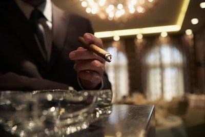 Restaurantes vips   fumando