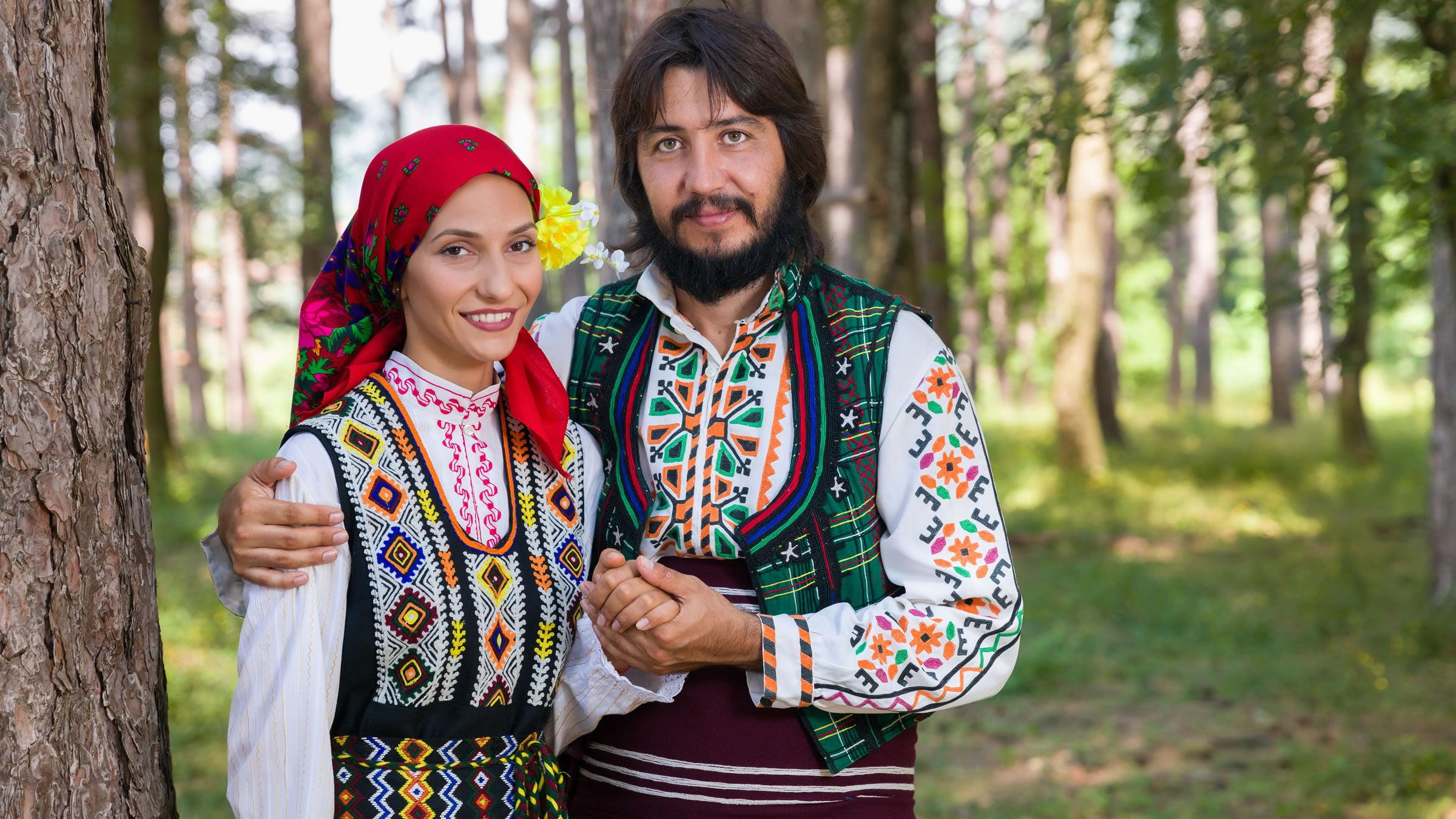 Cómo Es La Vestimenta Típica Europea Para Hombre Y Mujer