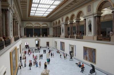 Sala de exhibicion de los Museos Reales de Arte e Historia