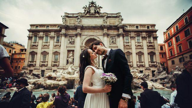 Sesión de fotos postboda durante un viaje a Roma
