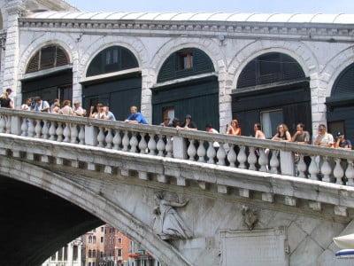 Sobre el Puente de Rialto en Venecia
