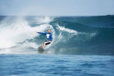 Surf en Tenerife surcando las olas