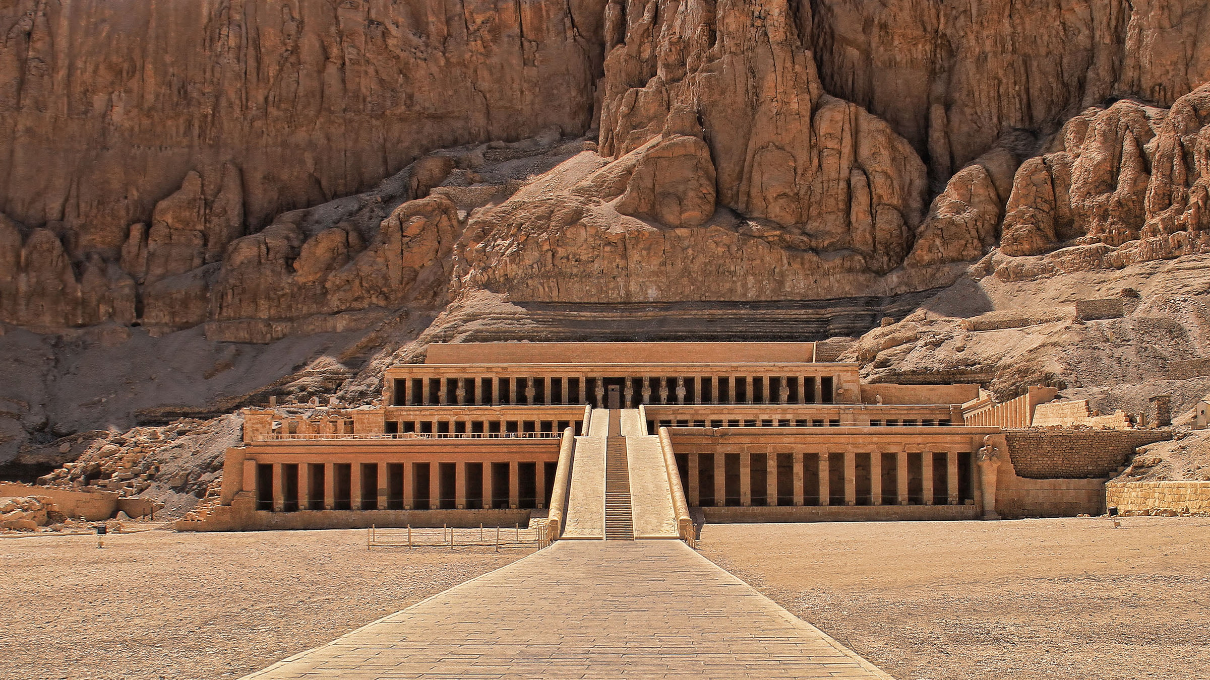 an overview of the role of queen hatshepsut He recognized publicly his mother's central role in holding power until he could reign hatshepsut: from queen to women of the eighteenth dynasty in ancient.