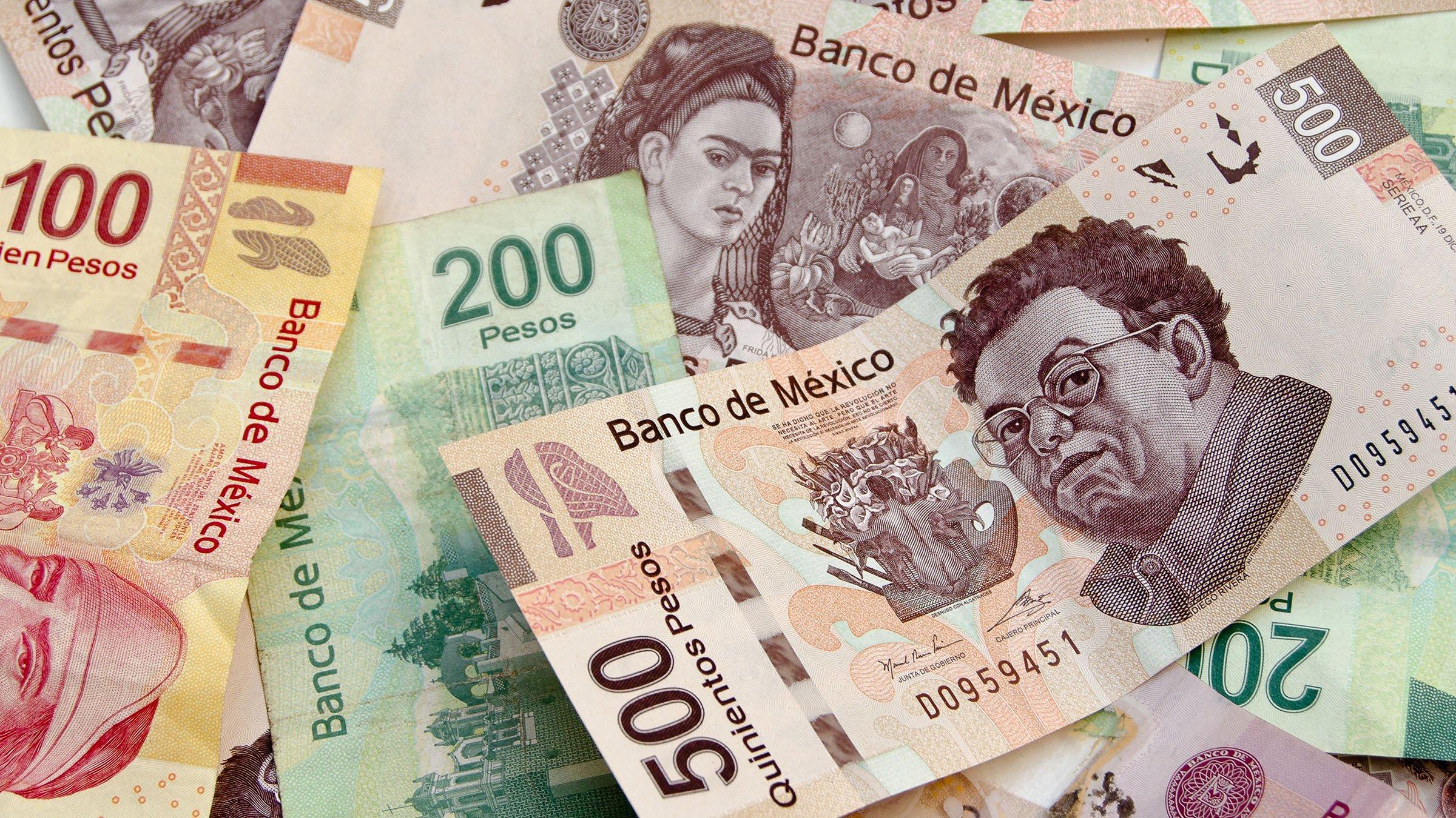 Peru (auf Quechua Piruw Republika, Aymara Piruw Suyu, spanisch República del Perú, amtlich Republik Peru) ist ein Staat im westlichen Südamerika und grenzt im Norden an Ecuador und Kolumbien, im Osten an Brasilien, im Südosten an Bolivien, im Süden an Chile und im Westen an den Pazifik.