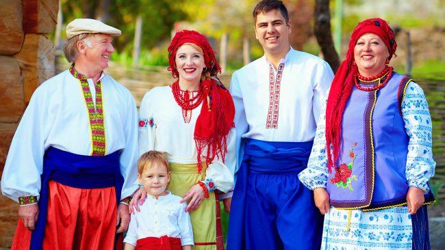 El kroj traje t pico de eslovaquia para mujer for Pantalones asiaticos