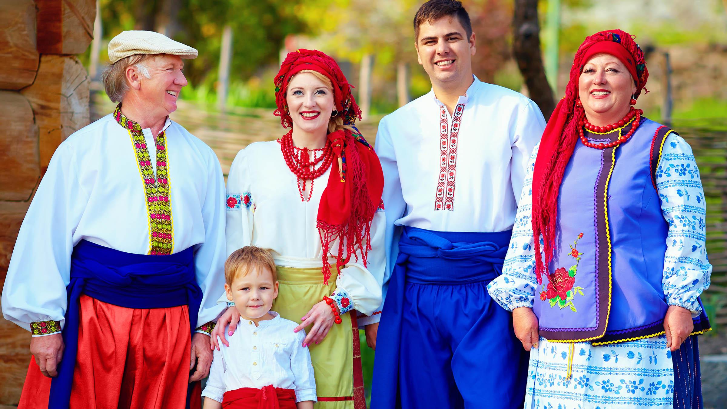 Cmo es la vestimenta tpica europea para hombre y mujer