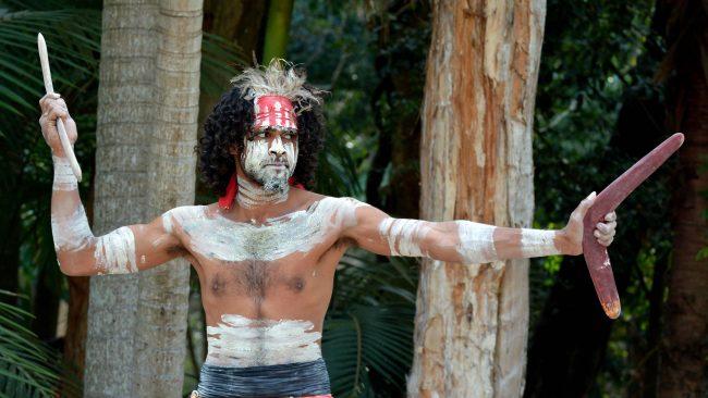 Trajes típicos de los aborígenes australianos Yugambeh
