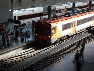 Tren en Estación Renfe de Sevilla