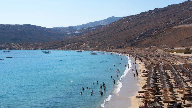 Turismo gay en Mikonos: playa de Elia