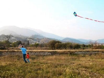 Turismo rural en Alicante jugando en el campo