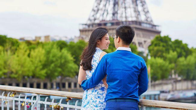 Japanische Touristen in Paris, Frankreich