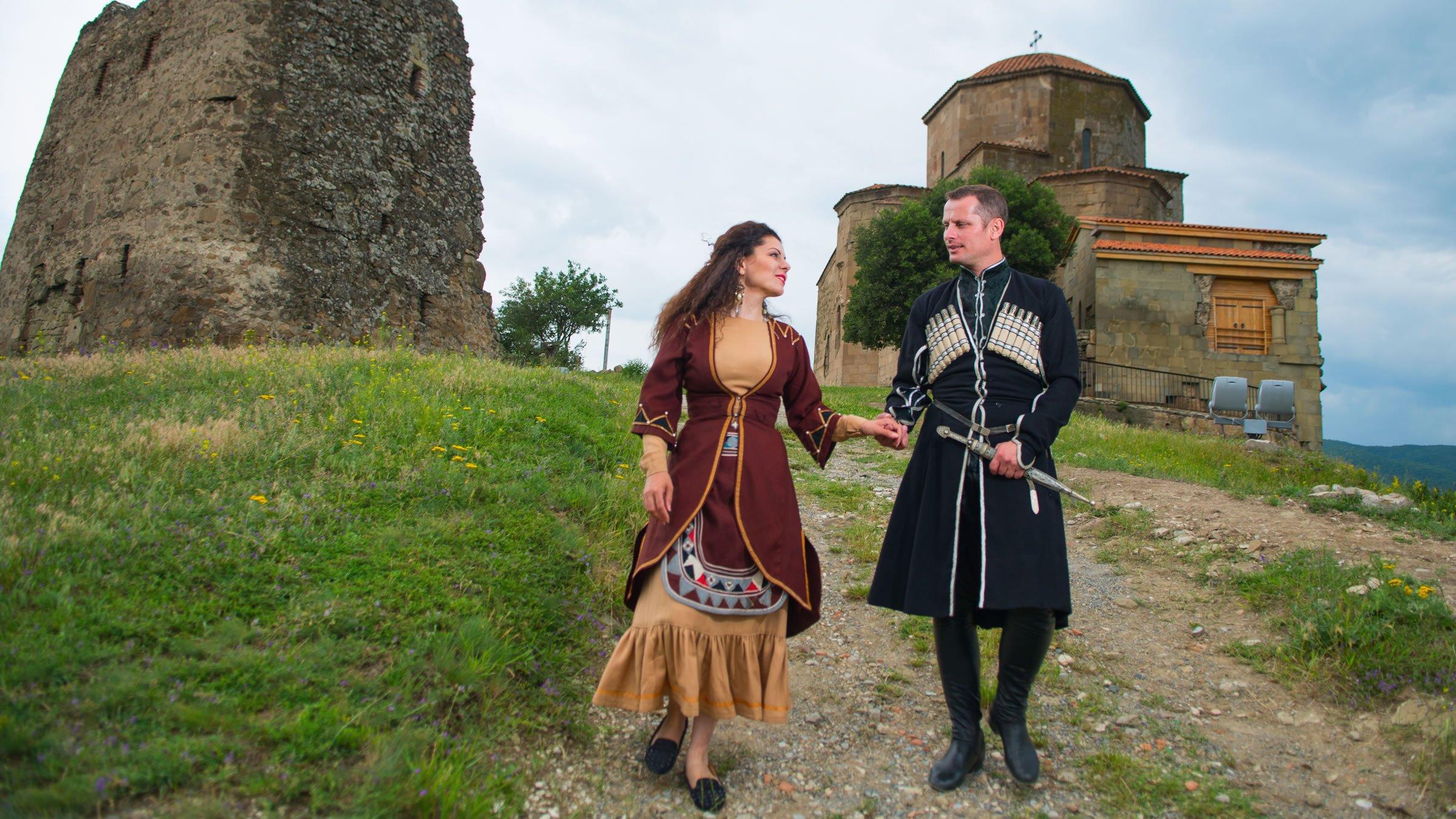 bd4615dc1a Cómo es la vestimenta típica europea para hombre y mujer