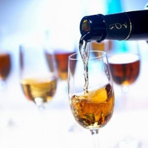 vinos jerez sirviendo
