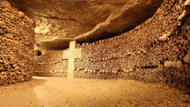 Vista del interior de las Catacumbas de París