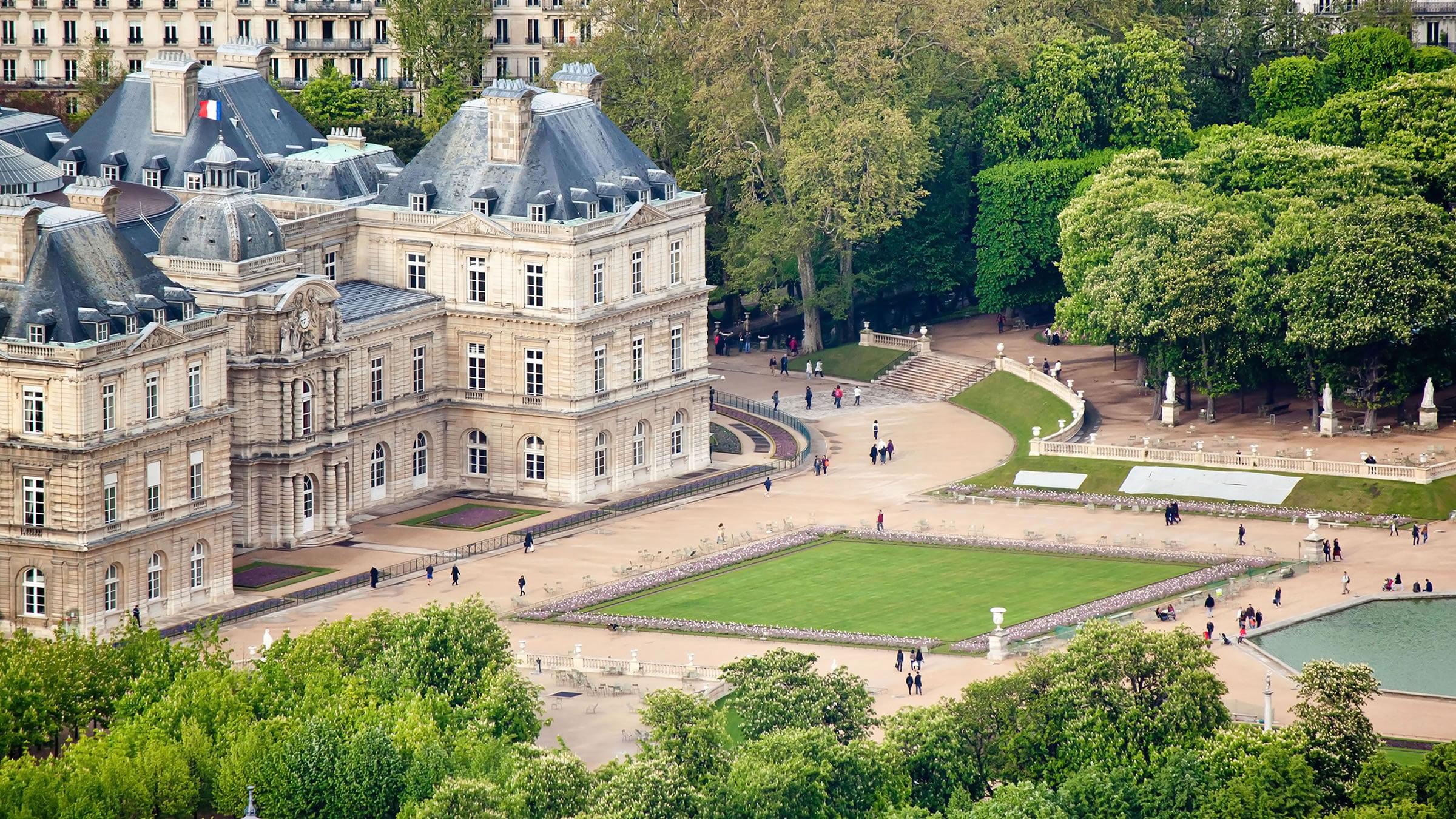 Vistas de los jardines de luxemburgo desde la torre for Jardines de luxemburgo paris