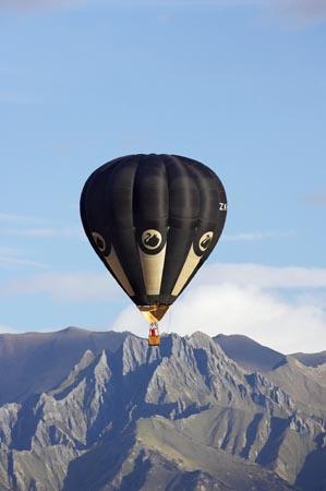 Volando en globo sobre las montañas de Wanaka, Nueva Zelanda