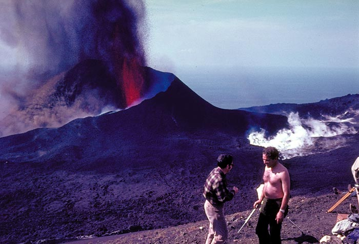http://www.viajejet.com/wp-content/viajes/volcan-teneguia-la-palma.jpg