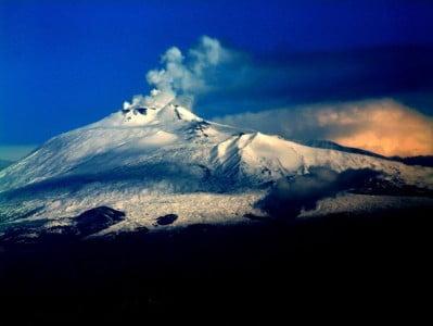 volcanes más importantes monte Etna en Sicilia Italia