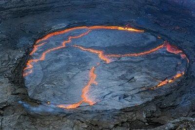 volcanes peligrosos crater